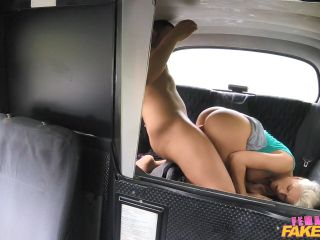 Blanche Bradburry Tourist Gets a Wet Pussy Welcome