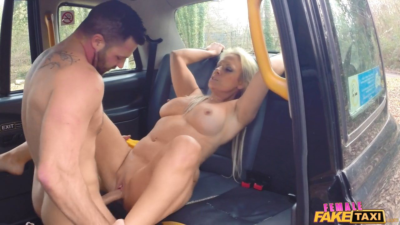 College Girl Fucks Taxi Driver Instead Of